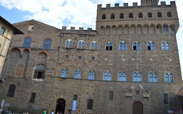 Left side of Palazzo Vecchio. You can see signs of the many transformations of the building through the centuries.