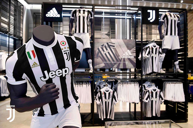 Juventus Stores in Turin, Official Merchandising and Jerseys ...